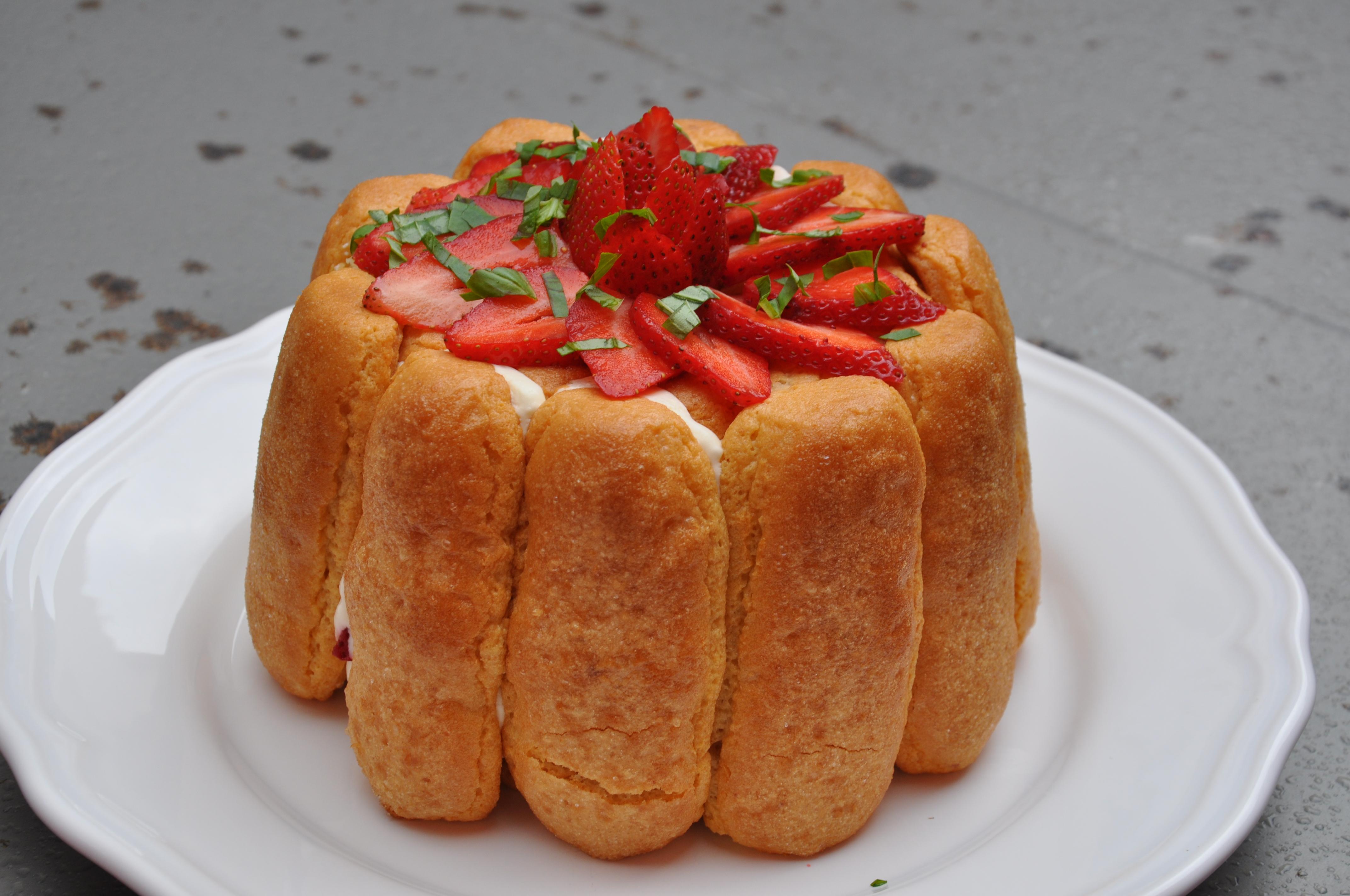 Cuisine entre amis charlotte fraises basilic 4 cuisine for Cuisine entre amis